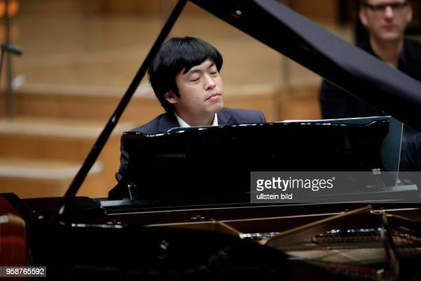 Sunwook Kim gastiert in Begleitet des SWR Symphonieorchester unter der Leitung des iItalienischen Dirigenten Tito Ceccherini mit der...
