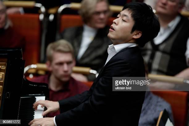 Sunwook Kim gastiert in Begleitund des GürzenichOrchester Köln unter der Leitung des deutsche Dirigenten Michael Sanderling Philharmonie Köln