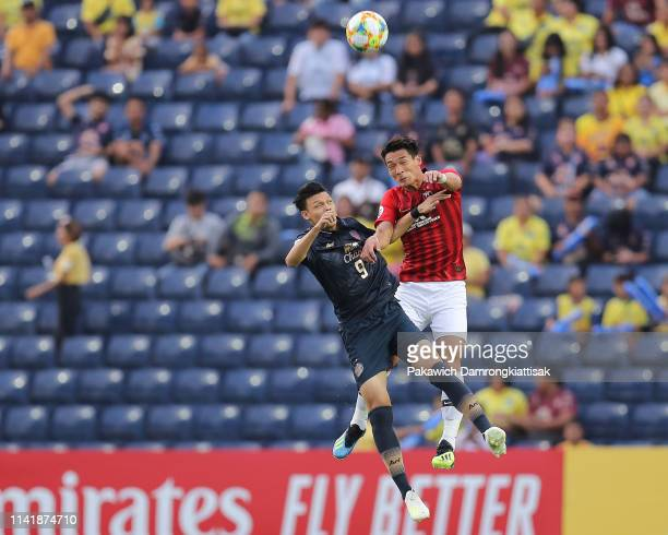 Supachai Jaided of Buriram United and Tomoaki Makino of Urawa Red Diamonds compete for the ball during the AFC Champions League Group G match between...