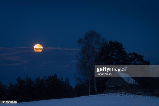 super blood moon panoramic - lunar eclipse stock pictures, royalty-free photos & images