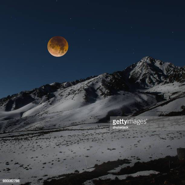 super blue blood moon over sierra nevada mountain range, california, america, usa - snow moon stock pictures, royalty-free photos & images