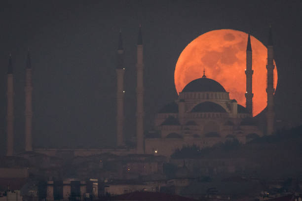 Rare Super Blood Moon Is Visible In Istanbul
