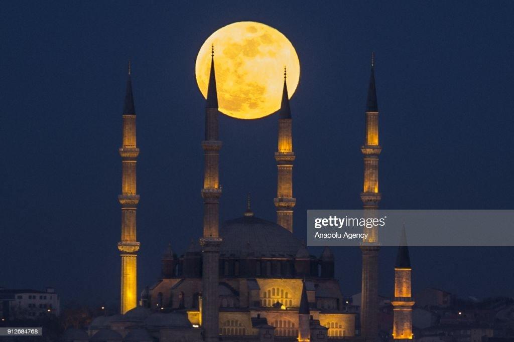 Super blue blood moon in Edirne : News Photo