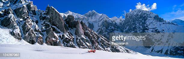 super cub piper bush airplane, wrangell-st. elias national park, alaska - tundra foto e immagini stock