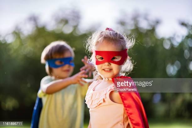 super helden - 2 3 jaar stockfoto's en -beelden