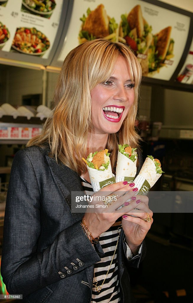 Snack Meets Style With Heidi Klum : News Photo