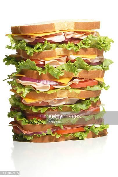 Super Multi-Decker-Sandwich, isoliert auf weißem Hintergrund