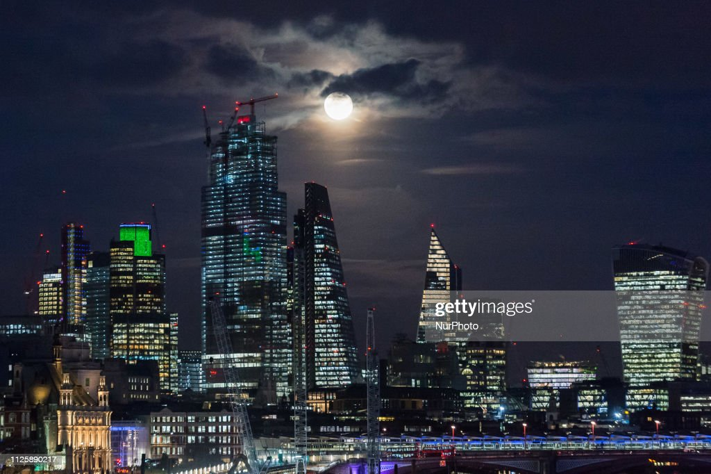 GBR: Super Snow Moon In London