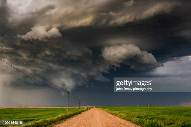 supercell weather phenomenon, nebraska. usa - dramatic landscape stock pictures, royalty-free photos & images