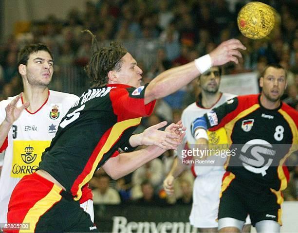 Supercup 2003, Riesa; Finale Deutschland - Spanien ; Ion Ruano/ESP gegen Frank Von Beehren/GER