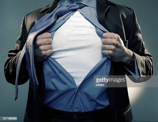 スーパーヒーロー中旬にあるオープンエアのシャツ