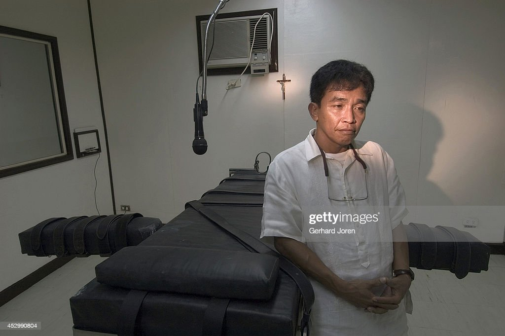 Superintendent Venancio Tesoro at the lethal injection... : News Photo