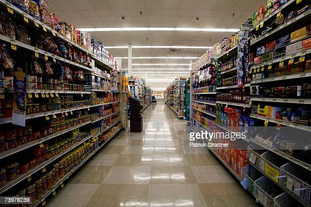 supermarket aisle - aisle stock pictures, royalty-free photos & images