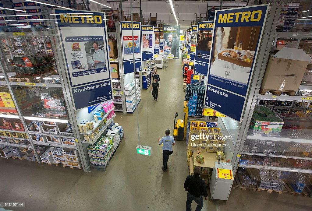 Supermarket branch of Metro AG in St. Augustin-Interior view. : News Photo
