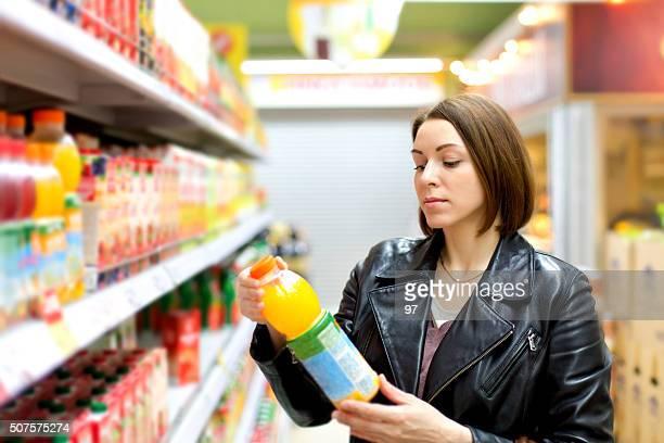 Supermarkt kaufen Saft Flasche