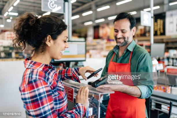 supermarket contactless payment - checkout stock pictures, royalty-free photos & images