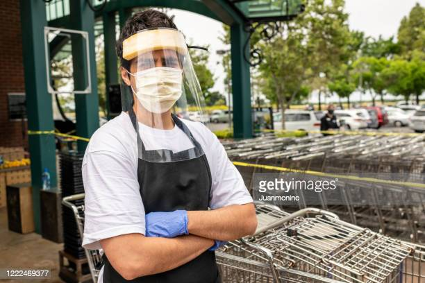 supermarket employee wearing masks and latex gloves due contagion prevention - essential workers stock pictures, royalty-free photos & images