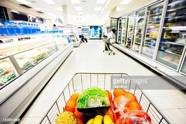 supermarché - caddie rempli photos et images de collection