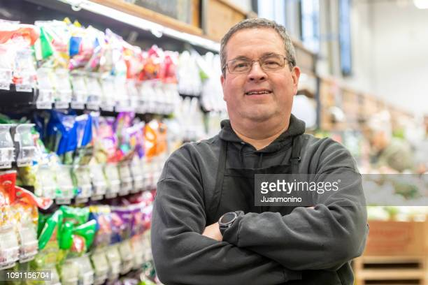 supermarket worker - convenience store stock pictures, royalty-free photos & images