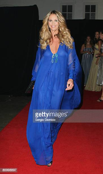 Supermodel Elle McPherson arrives for the 2009 Prix de Marie Claire Awards at the Royal Hall of Industries on April 16 2009 in Sydney Australia