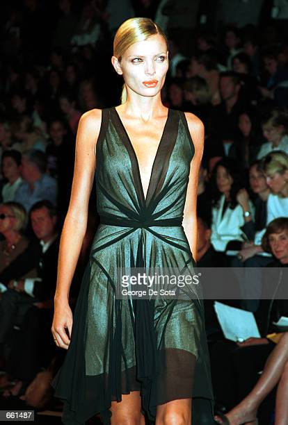 Supermodel Esther Canadas presents the Donna Karan Spring 2001 collection in women's fashion during the '7th On Sixth' fashion show September 22 2000...