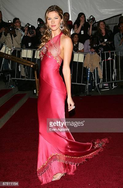 Supermodel Gisele Bundchen attends the Metropolitan Museum of Art Costume Institute Benefit Gala Anglomania at the Metropolitan Museum of Art May 1...