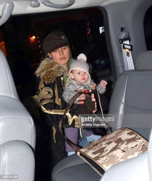Supermodel Heidi Klum carries her daughter Leni at JFK Airport on January 16, 2005 in New York City.
