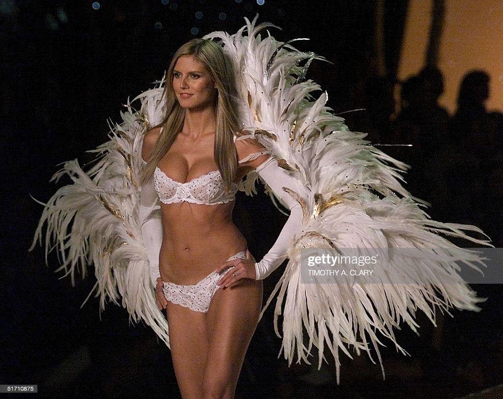 Supermodel Heidi Klum dressed as a Angel enters  t : News Photo