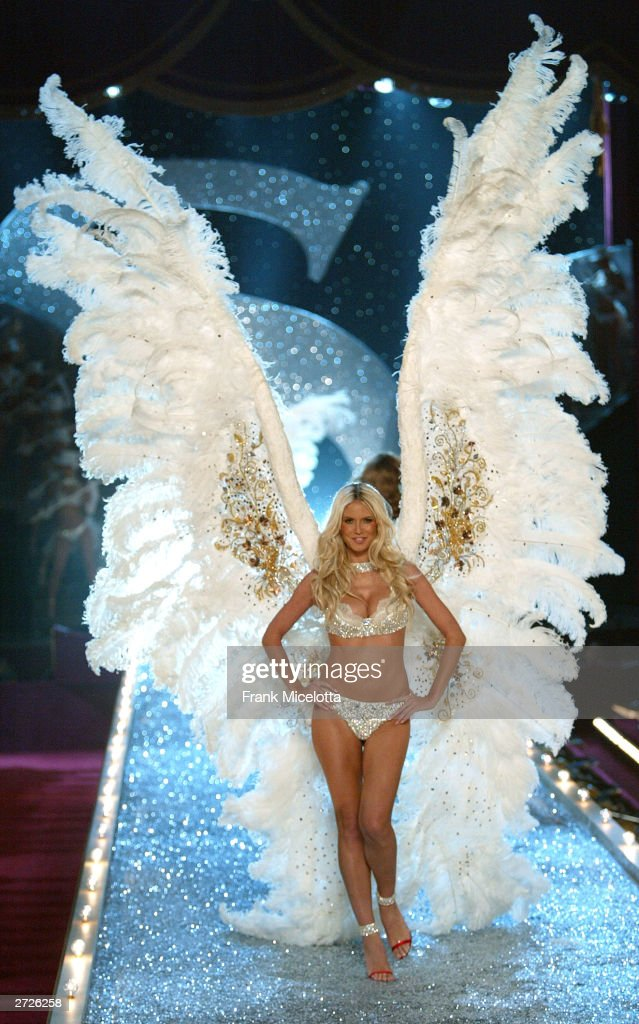 Supermodel Heidi Klum walks the runway at the Victoria's Secret Fashion Show at the 69th Regiment Armory November 13, 2003 in New York City. The fashion show will air November 19, 2003 on CBS.