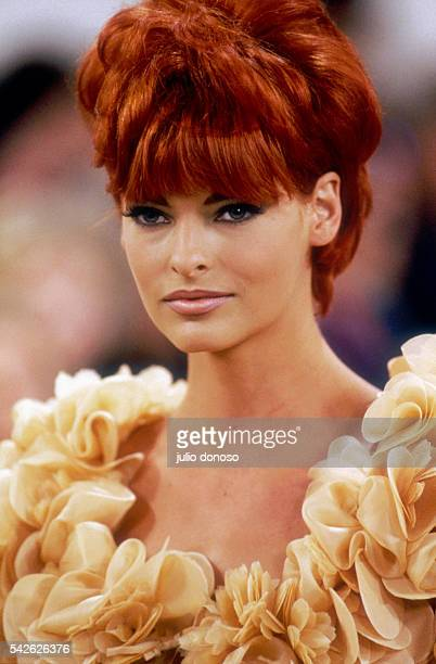 Supermodel Linda Evangelista models an outfit from Italian design house Prada's readytowear collection during the springsummer 1992 fashion show in...