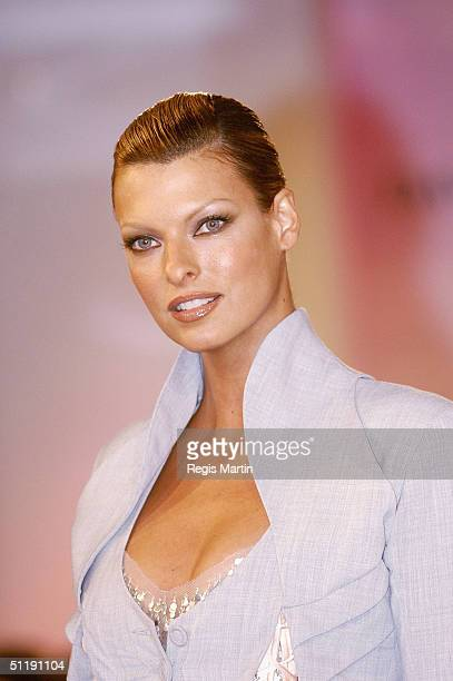 Supermodel Linda Evangelista parades an outfit by Willow at the David Jones store, on August 19, 2004 in Melbourne, Australia.