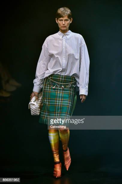 Supermodel Stella Tennant walks the runway at the Balenciaga Spring Summer 2018 fashion show during Paris Fashion Week on October 1 2017 in Paris...