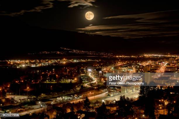 supermoon over kamloops - kamloops stock pictures, royalty-free photos & images
