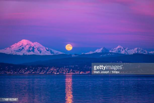 supermoon rise over mt baker - bellingham stock pictures, royalty-free photos & images