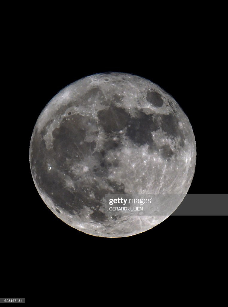SPAIN-SCIENCE-ASTRONOMY-SUPERMOON : News Photo