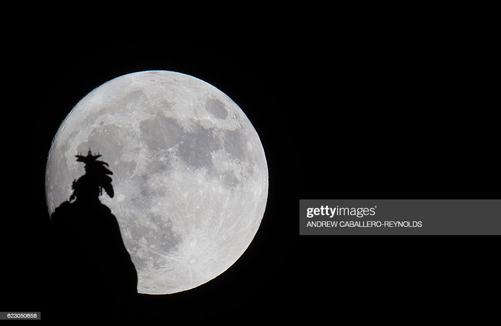 TOPSHOT-US-ASTRONOMY-SUPER MOON : News Photo