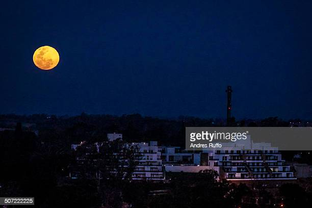 supermoon sunday  - andres ruffo stock-fotos und bilder