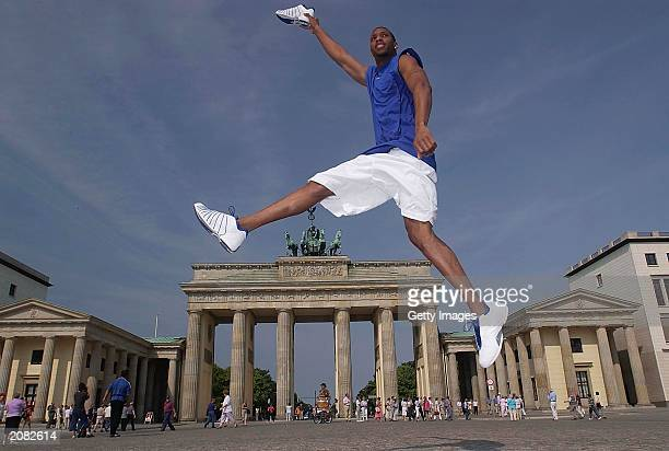NBA superstar Tracey MacGrady visits The Brandenburg gate whilst on a promotional tour for Adidas on June 14 2003 in Berlin Germany NOTE TO USER User...