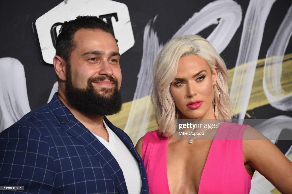 2018 CMT Music Awards - Arrivals : News Photo