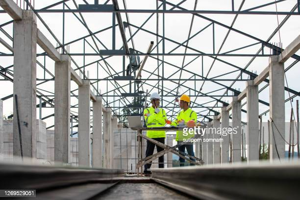 supervisor engineers and construction engineering - 578105427 stock pictures, royalty-free photos & images