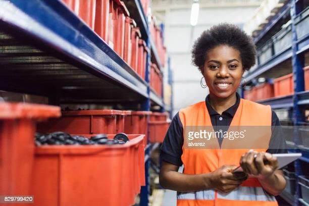Bilan de la superviseur dans l'entrepôt de l'entreprise