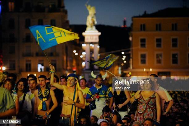 Supporter de Clermont - - Ecran geant sur la place de Jaude - Clermont - Retransmission de la Finale du Top 14 ,