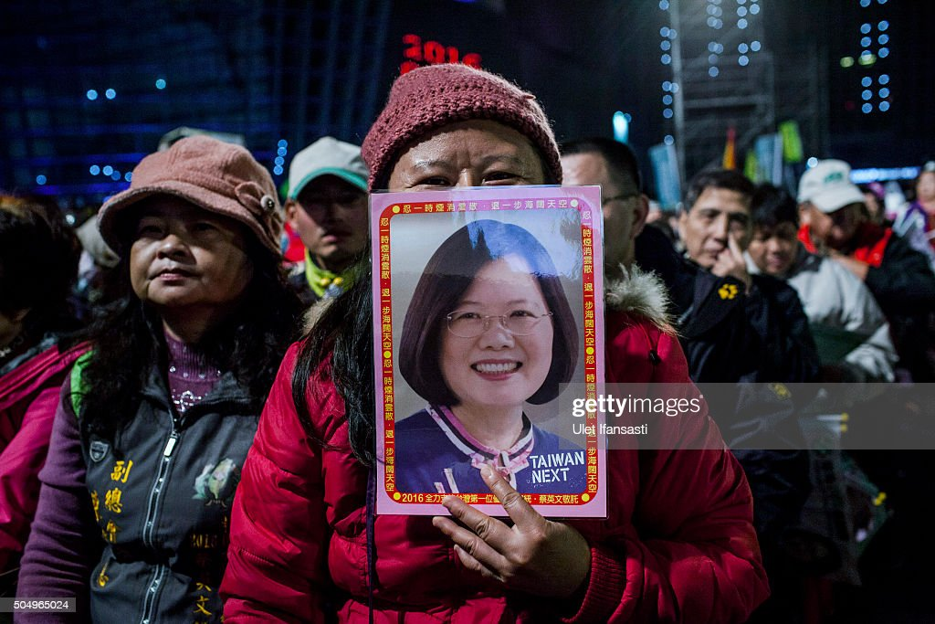 A Supporter holds a picture of Democratic Progressive Party (DPP) presidential candidate Tsai Ing-wen during rally campaign ahead of the Taiwanese presidential election on January 14, 2016 in Taoyuan, Taiwan. Voters in Taiwan are set to elect Tsai Ing-wen, the chairwoman of the opposition Democratic Progressive Party, to become the island's first female leader.
