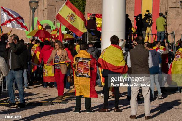 A supporter of far right wing party VOX wears a preconstitutional flag during VOX closing rally on April 26 2019 in Madrid Spain Spaniards go to the...