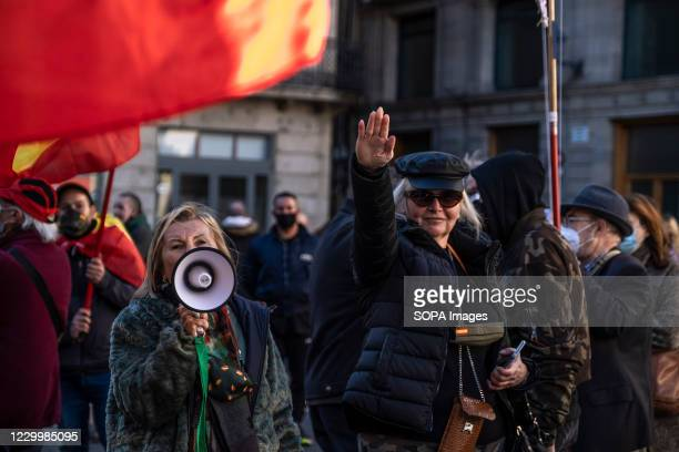 Supporter of the ultra-right political party VOX is seen making the fascist salute in Plaza de Sant Jaume. On the occasion of the celebration of the...