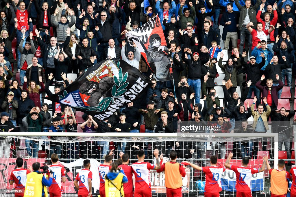 supporters and players of FC Utrecht celebrate the victory during the Dutch Eredivisie match between FC Utrecht v Vitesse at the Stadium Galgenwaard on March 11, 2018 in Utrecht Netherlands