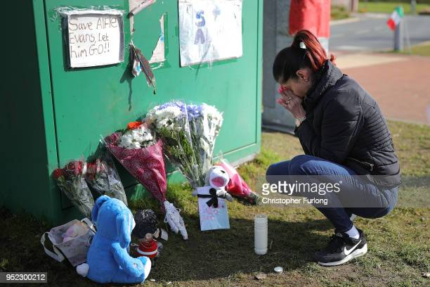 Supporters begin to gather outside Alder Hey Hospital after terminally ill 23monthold Alfie Evans died at 230am this morning on April 28 2018 in...