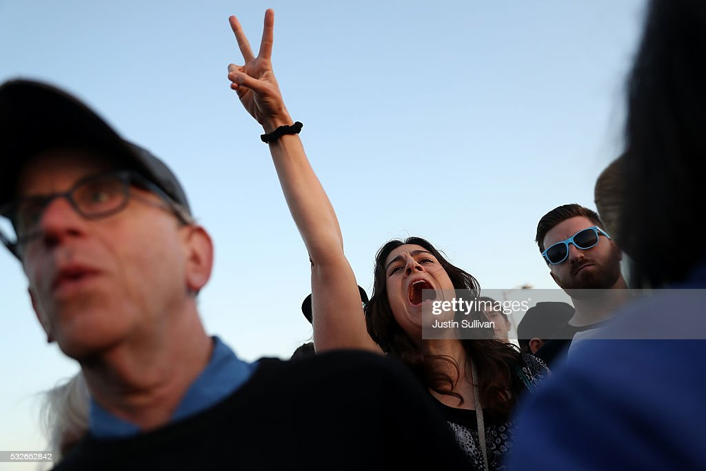 Supporters cheer as Democratic presidential candidate Sen. Bernie Sanders speaks at a campaign rally at Waterfront Park on May 18, 2016 in Vallejo, California. A day after winning the Oregon primary, Bernie Sanders is campaigning in California ahead of the state's presidential primary on June 7.