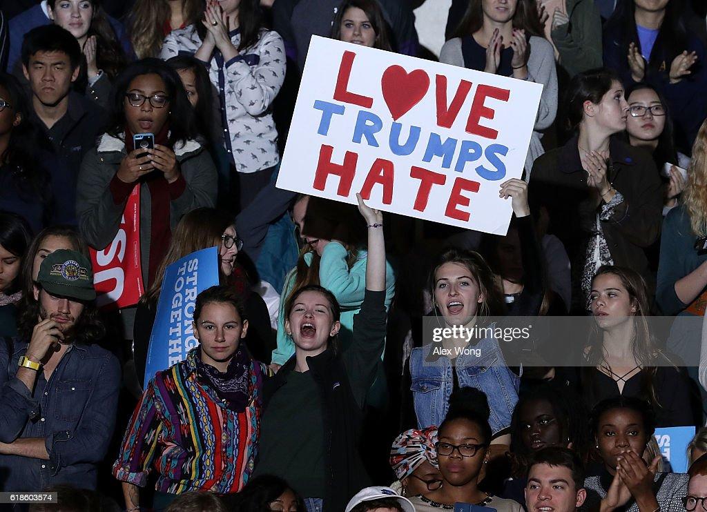 Michelle Obama Campaigns With Hillary Clinton In North Carolina : News Photo