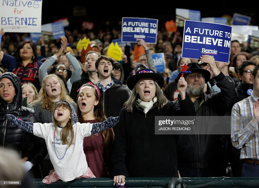Supporters cheer for Democratic presidential candidate Bernie Sanders during a rally at Safeco Field in Seattle on March 25, 2016. / AFP / Jason Redmond
